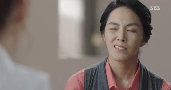 Doctors: Tức cảnh sinh tình, Kim Rae Won khóa môi Park Shin Hye dưới mưa - Ảnh 41.