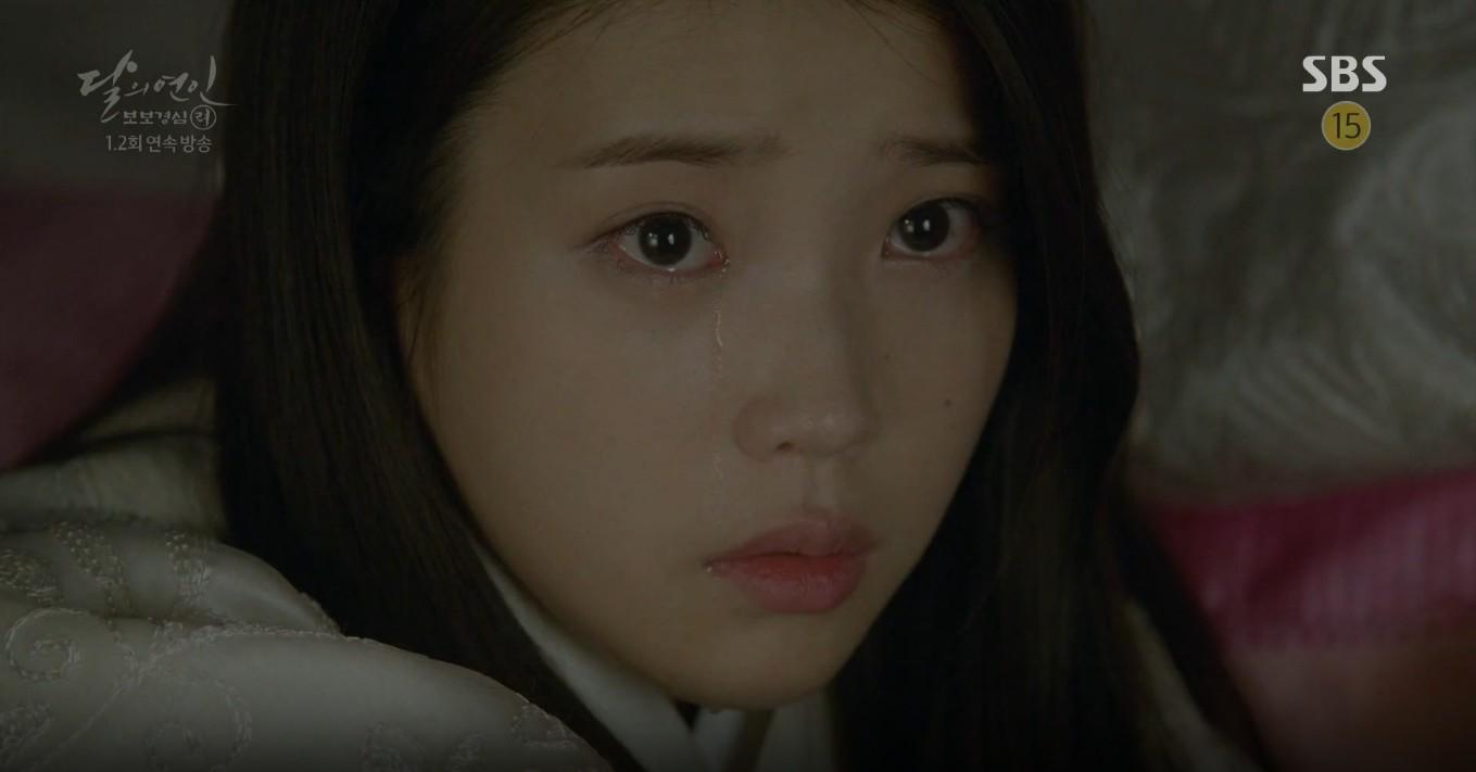Moon Lovers: Lần đầu gặp gỡ, hoàng tử Lee Jun Ki làm anh hùng cứu mỹ nhân IU - Ảnh 18.