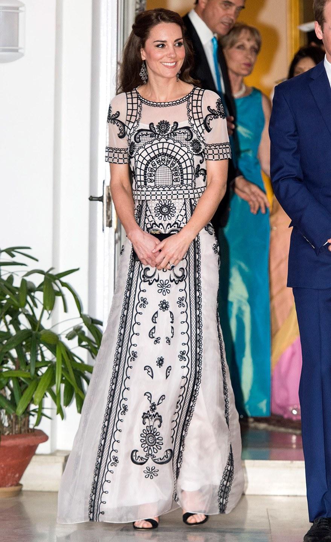 Công nương Kate chi hơn 1 tỉ VNĐ cho 17 bộ đồ trong tuần công du - Ảnh 7.