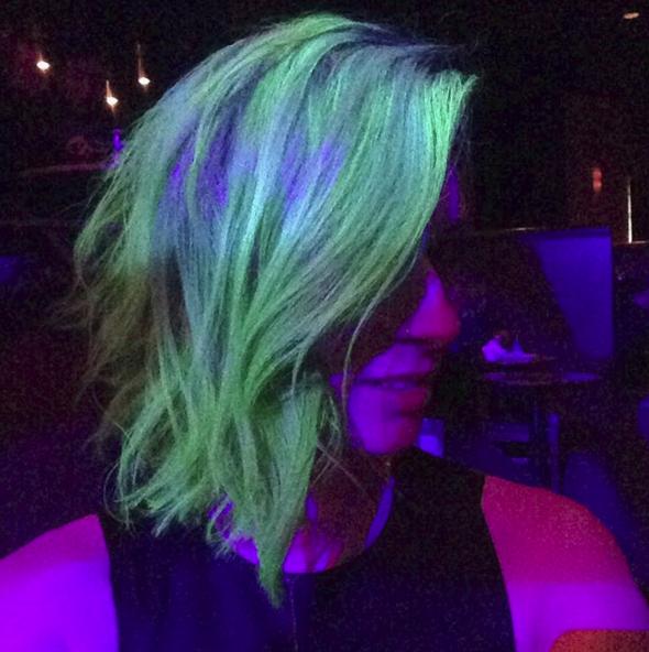 Tóc phát sáng trong bóng tối - Xu hướng tóc nhuộm hot nhất đầu năm 2016 - Ảnh 5.