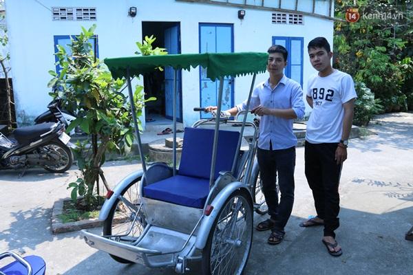 Bộ 3 sinh viên Đà Nẵng ăn mì tôm, dành tiền chế tạo xích lô chạy bằng năng lượng mặt trời - Ảnh 3.