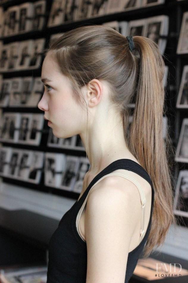 4 mẹo làm đẹp tóc siêu nhàn bạn nên học hỏi từ các siêu mẫu - Ảnh 3.