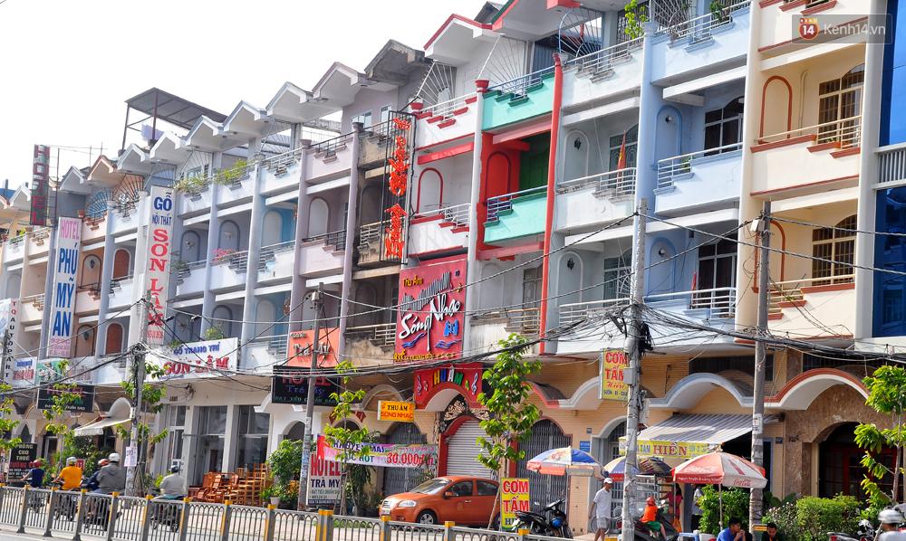 Những khu phố đồng phục thú vị ở Sài Gòn với dãy nhà giống hệt nhau - Ảnh 4.