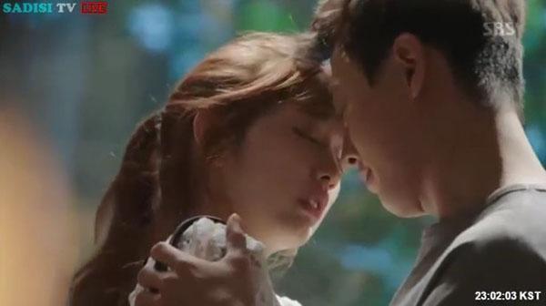 """""""Doctors"""": Lee Sung Kyung quỳ gối cầu xin Park Shin Hye - Ảnh 3."""