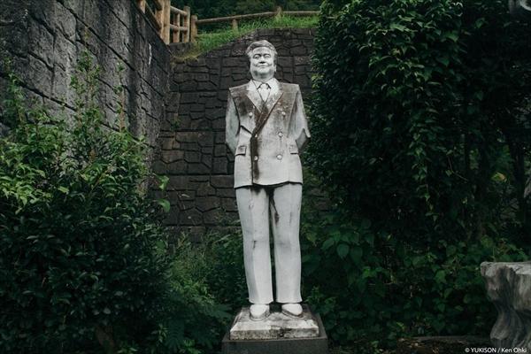 Nỗi ám ảnh từ những bức tượng biết đi tại công viên ma Nhật Bản - Ảnh 2.