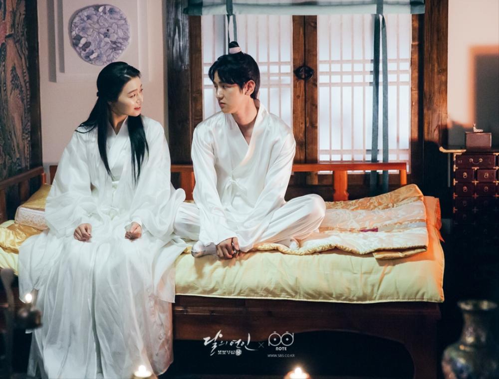 Ngoài Lee Jun Ki và IU, còn 5 mối tình cảm động trong Moon Lovers - Ảnh 6.