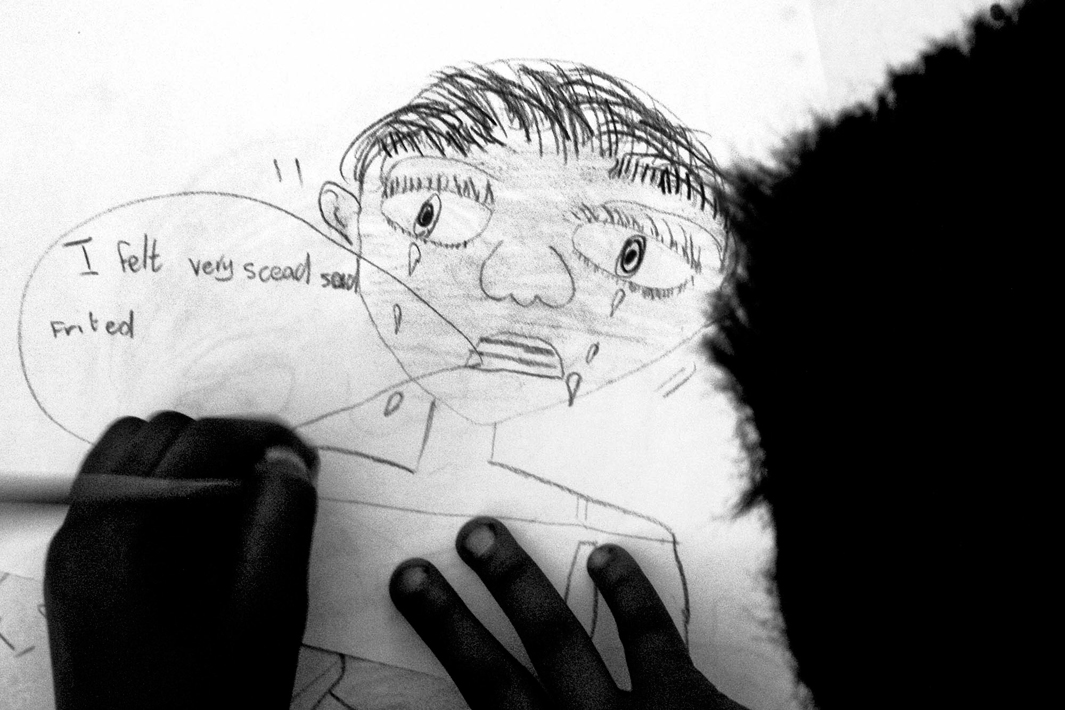 Loạt hình ám ảnh về những đứa trẻ từng bị lạm dụng tình dục - Ảnh 7.