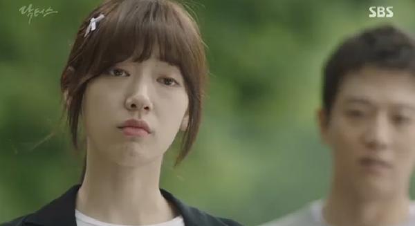 """""""Doctors"""": Ji Soo siêu ngầu, cướp Park Shin Hye từ tay Kim Rae Won - Ảnh 3."""
