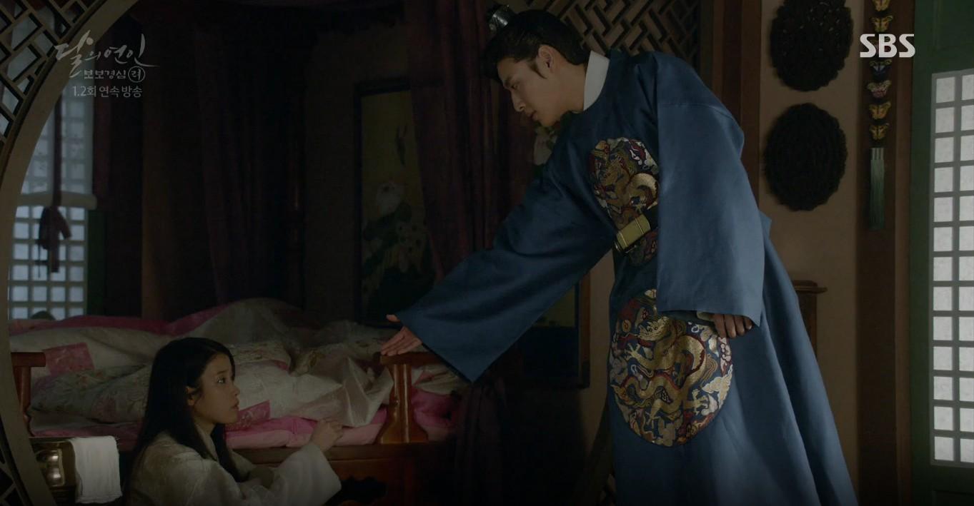 Moon Lovers: Lần đầu gặp gỡ, hoàng tử Lee Jun Ki làm anh hùng cứu mỹ nhân IU - Ảnh 19.