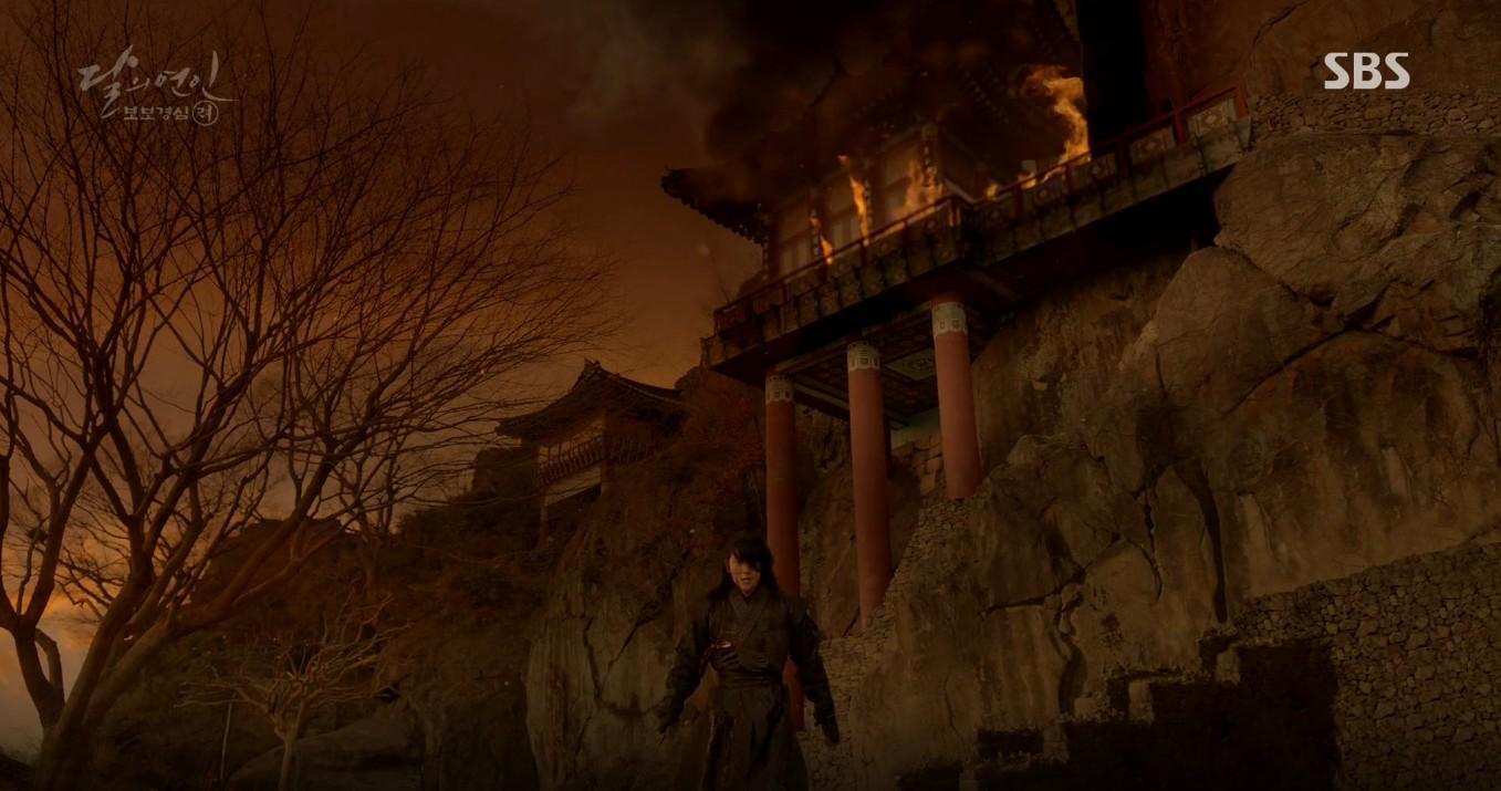 Moon Lovers: Đánh nhau chán chê, hoàng tử Baekhyun lại đột nhiên phải lòng IU - Ảnh 34.