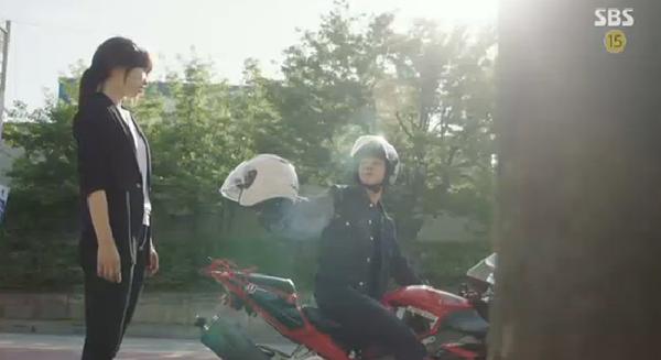 """""""Doctors"""": Ji Soo siêu ngầu, cướp Park Shin Hye từ tay Kim Rae Won - Ảnh 4."""