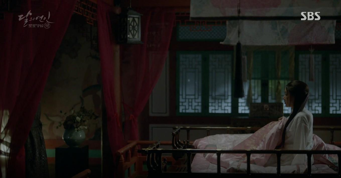 Moon Lovers: Đánh nhau chán chê, hoàng tử Baekhyun lại đột nhiên phải lòng IU - Ảnh 35.