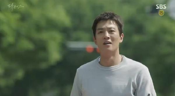 """""""Doctors"""": Ji Soo siêu ngầu, cướp Park Shin Hye từ tay Kim Rae Won - Ảnh 5."""