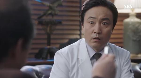 Doctors: Ngày Lee Sung Kyung chơi đểu Park Shin Hye cuối cùng cũng đến - Ảnh 28.
