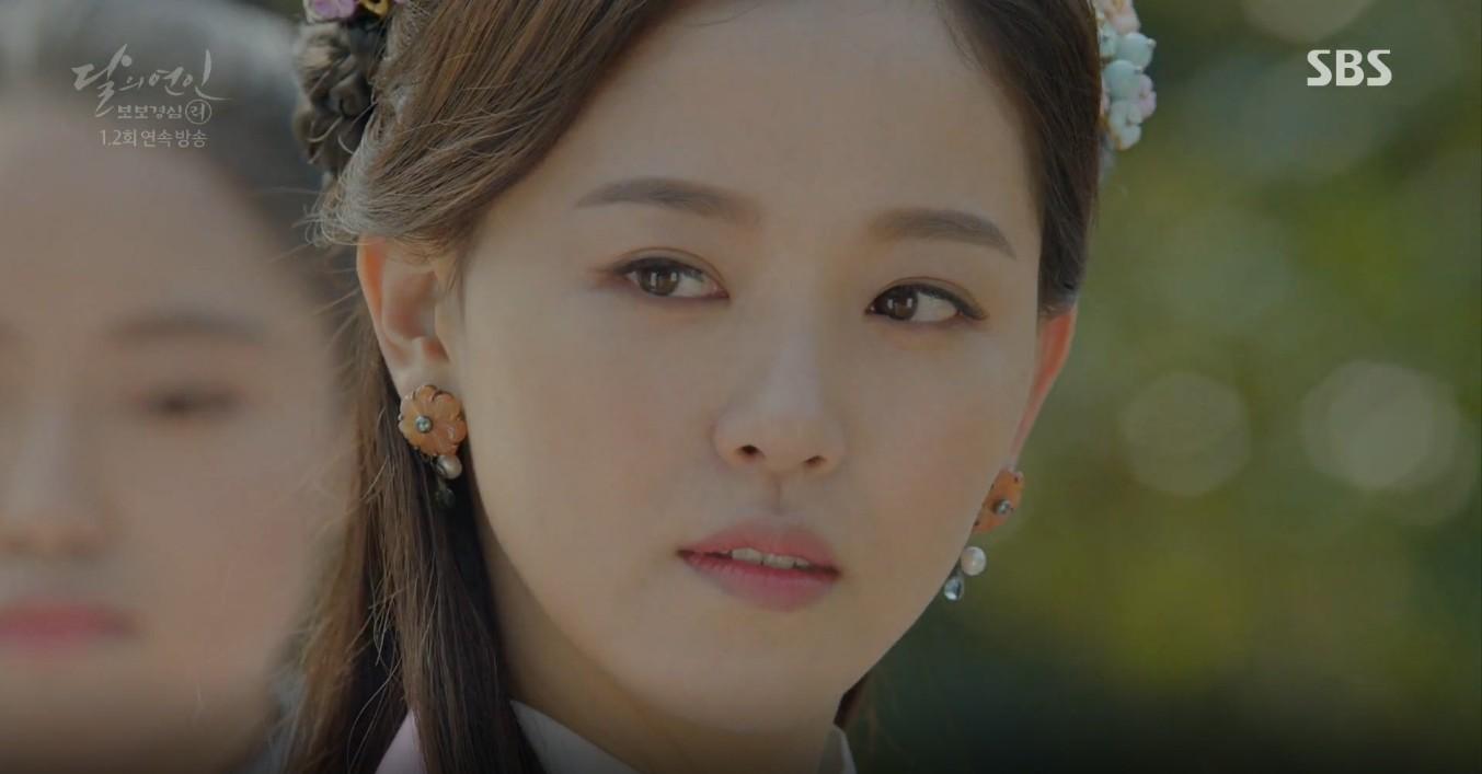 Moon Lovers: Lần đầu gặp gỡ, hoàng tử Lee Jun Ki làm anh hùng cứu mỹ nhân IU - Ảnh 22.
