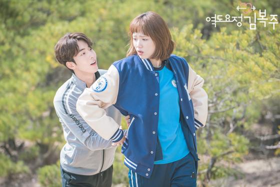 Tiên Nữ Cử Tạ: Cứ skin-ship thế này, Nam Joo Hyuk sẽ sớm phát ghen vì Sung Kyung! - Ảnh 44.