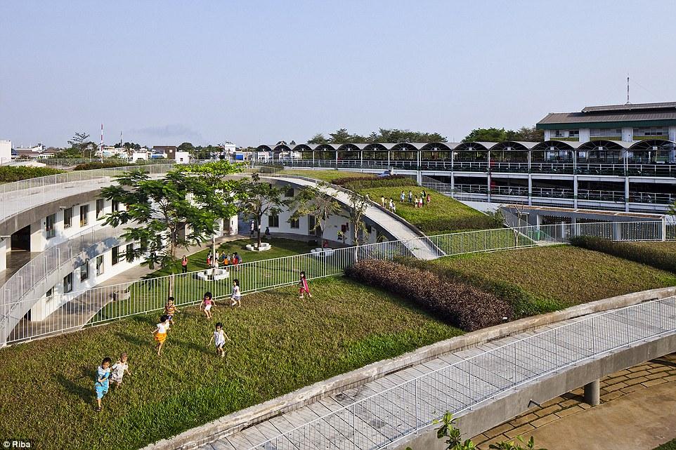 Ngắm nhìn 30 công trình đẹp nhất thế giới, trong đó có nhà trẻ xanh tại Việt Nam - Ảnh 1.