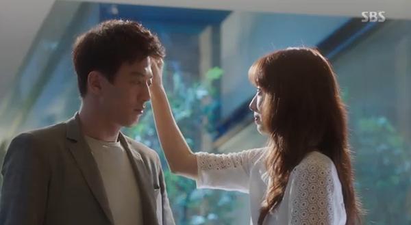 Fan Doctors náo loạn khi Kim Rae Won và Park Shin Hye có nụ hôn đúng tuổi - Ảnh 5.