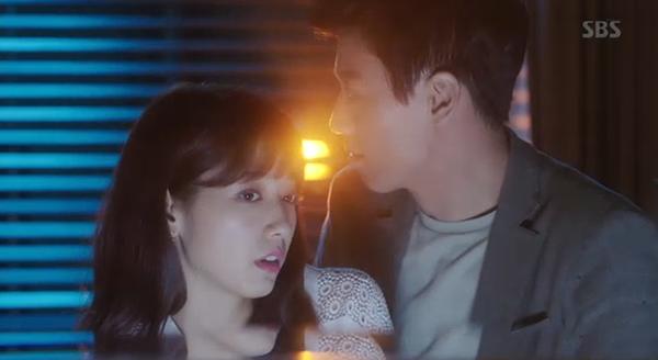 Fan Doctors náo loạn khi Kim Rae Won và Park Shin Hye có nụ hôn đúng tuổi - Ảnh 4.