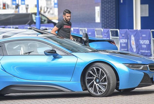 Dàn sao Leicester City khổ vì đống siêu xe BMW i8 - Ảnh 3.