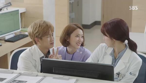 """""""Doctors"""": Yoon Kyun Sang bày tỏ tình cảm của mình với tình địch Kim Rae Won - Ảnh 22."""