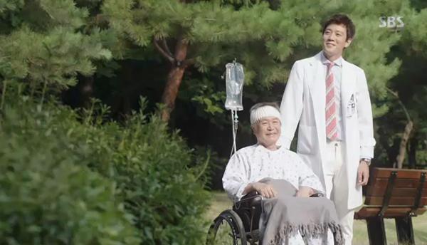 """""""Doctors"""": Xem kìa, Park Shin Hye cuối cùng đã biết ghen! - Ảnh 29."""