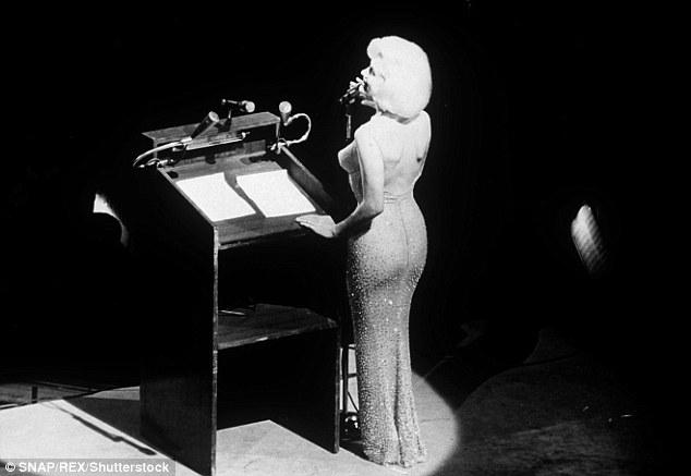 Marilyn Monroe có sống dậy cũng không tin chiếc đầm của mình được bán hơn... 100 tỷ đồng! - Ảnh 2.