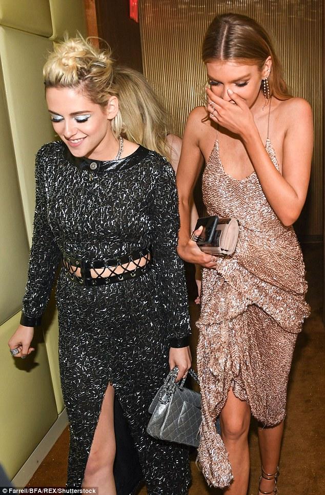 Kristen Stewart chính thức hẹn hò thiên thần Victorias Secret - cô bạn gái thứ 4 trong năm - Ảnh 2.