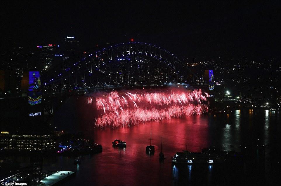 Chùm ảnh: Mãn nhãn với màn trình diễn pháo hoa rực rỡ năm mới 2017 tại Australia và New Zealand - Ảnh 2.