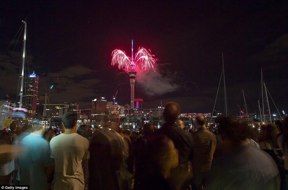 Chùm ảnh: Mãn nhãn với màn trình diễn pháo hoa rực rỡ năm mới 2017 tại Australia và New Zealand - Ảnh 8.