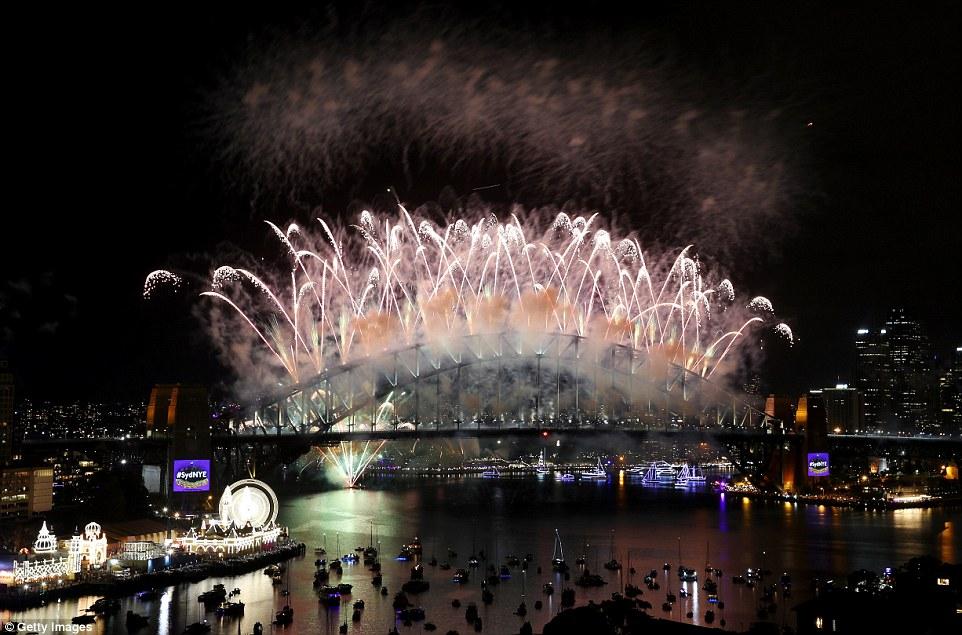 Chùm ảnh: Mãn nhãn với màn trình diễn pháo hoa rực rỡ năm mới 2017 tại Australia và New Zealand - Ảnh 13.