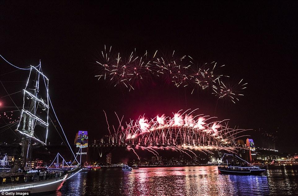 Chùm ảnh: Mãn nhãn với màn trình diễn pháo hoa rực rỡ năm mới 2017 tại Australia và New Zealand - Ảnh 14.
