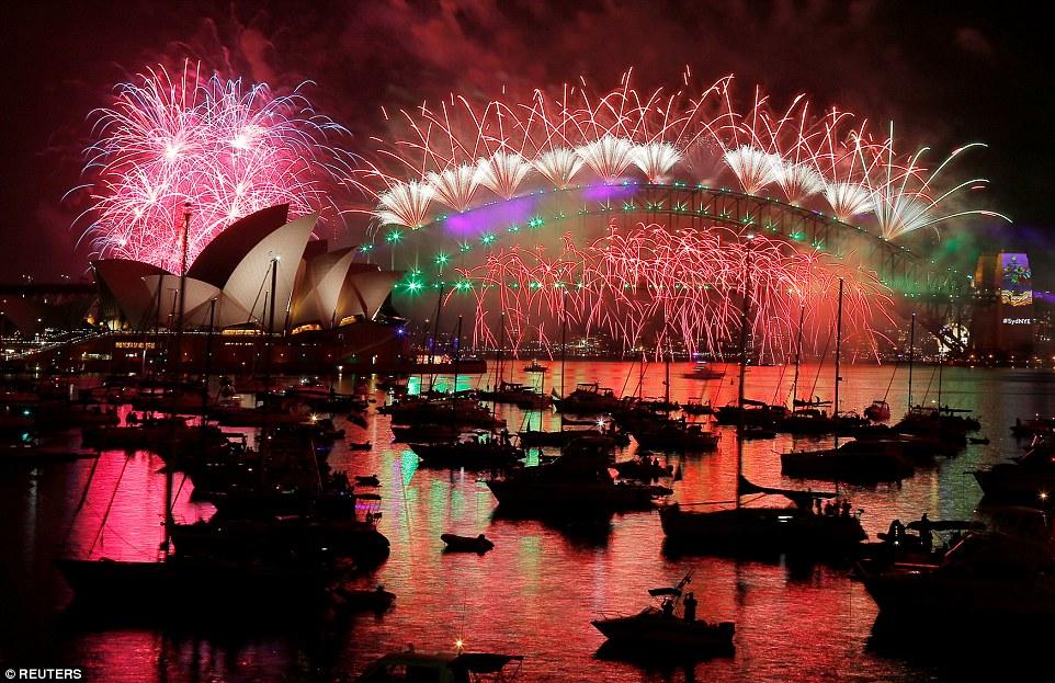 Chùm ảnh: Mãn nhãn với màn trình diễn pháo hoa rực rỡ năm mới 2017 tại Australia và New Zealand - Ảnh 15.