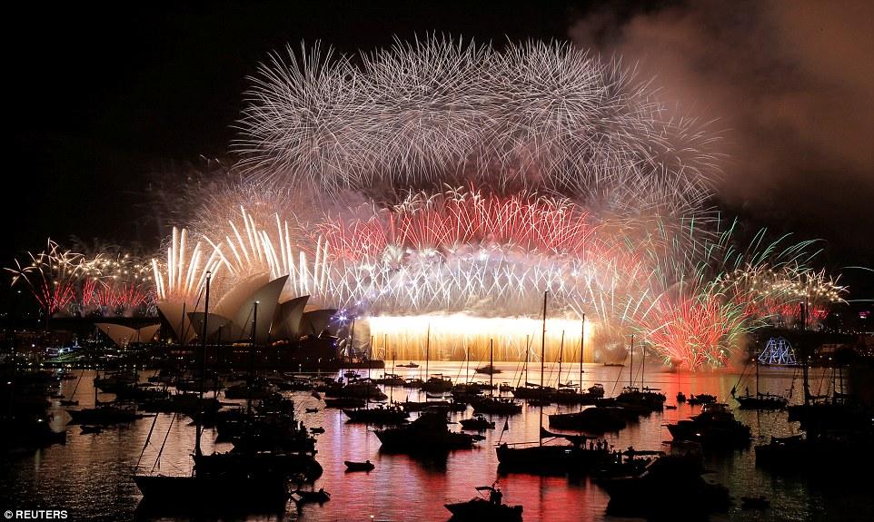 Chùm ảnh: Mãn nhãn với màn trình diễn pháo hoa rực rỡ năm mới 2017 tại Australia và New Zealand - Ảnh 16.