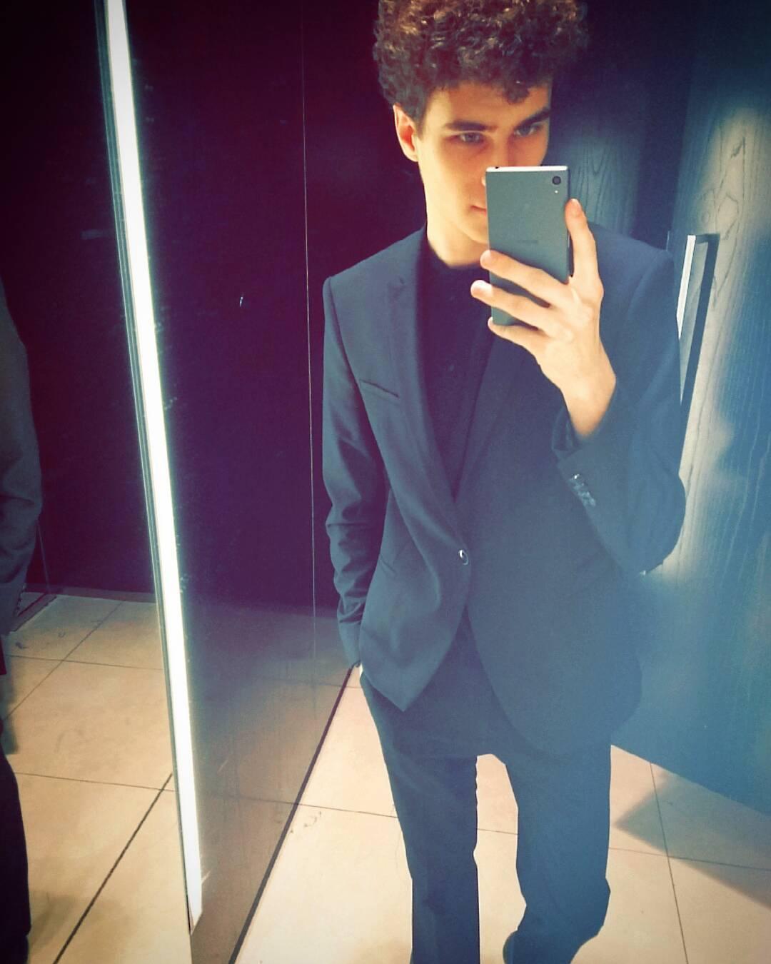 Đồng phục nhân viên Zara Việt Nam mới mẻ hơn hẳn so với mẫu đồng phục đen trên toàn thế giới - Ảnh 13.