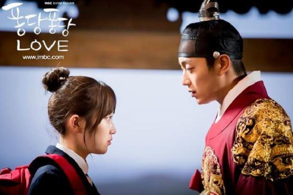 Doo Joon ghi điểm trong chuyện tình xuyên không với ma nữ Kim Seul Gi - Ảnh 1.