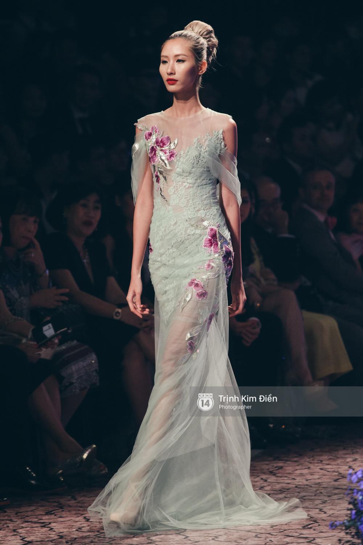 Kỳ Duyên, Phạm Hương đọ trình catwalk trong show thời trang cùng loạt mẫu đình đám - Ảnh 18.