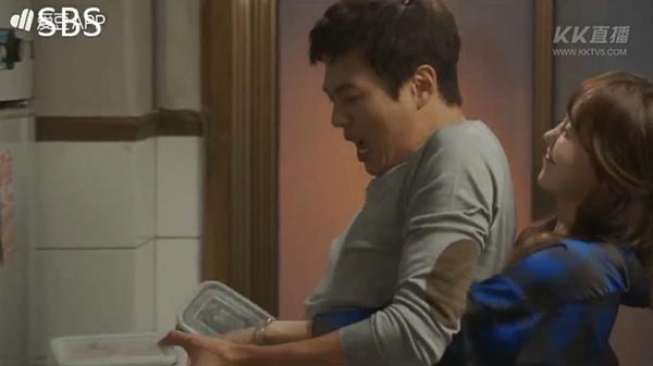 """""""Doctors"""": Ji Soo siêu ngầu, cướp Park Shin Hye từ tay Kim Rae Won - Ảnh 1."""
