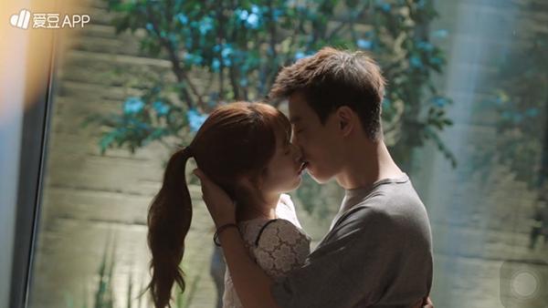 """""""Doctors"""": Lee Sung Kyung quỳ gối cầu xin Park Shin Hye - Ảnh 4."""