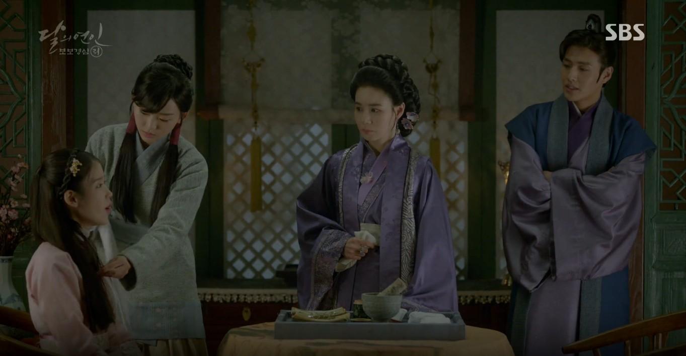Moon Lovers: Đánh nhau chán chê, hoàng tử Baekhyun lại đột nhiên phải lòng IU - Ảnh 5.