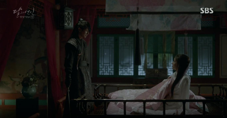Moon Lovers: Tứ hoàng tử Lee Jun Ki thêm một lần xuất hiện kịp thời giải cứu IU - Ảnh 30.