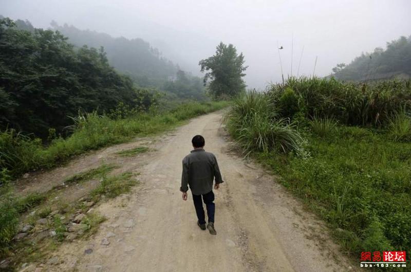 Khung cảnh hoang tàn ở ngôi làng ung thư nổi tiếng Trung Quốc khiến nhiều người không khỏi rùng mình - Ảnh 3.