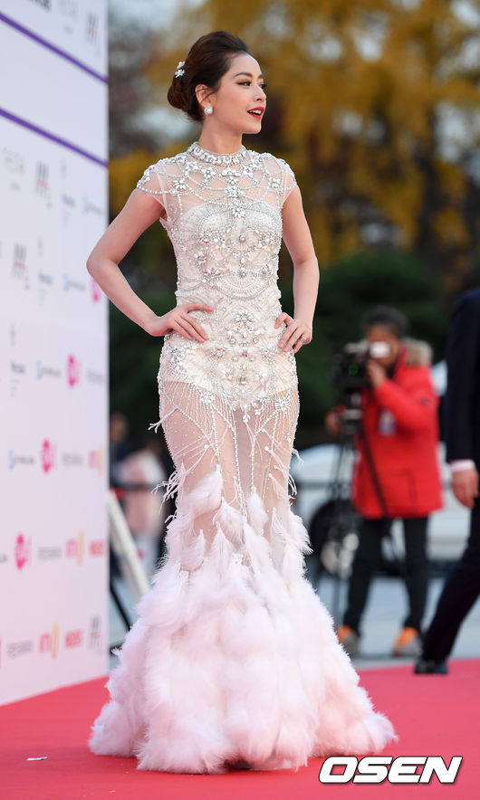 Chi Pu trên thảm đỏ Asia Artist Awards: Thật may mắn vì lần này Chi mặc đẹp! - Ảnh 9.