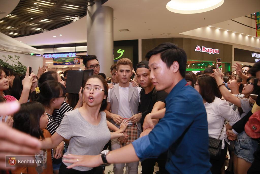 365 khóc cùng fan trong buổi biểu diễn cuối cùng ở Hà Nội - Ảnh 24.