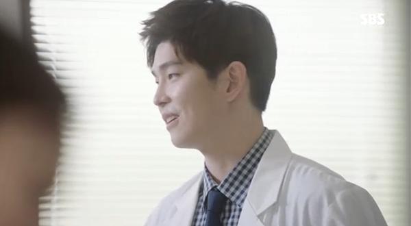 """""""Doctors"""": Xem kìa, Park Shin Hye cuối cùng đã biết ghen! - Ảnh 19."""