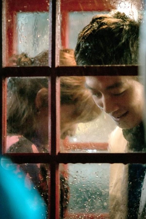 Doctors: Tức cảnh sinh tình, Kim Rae Won khóa môi Park Shin Hye dưới mưa - Ảnh 3.