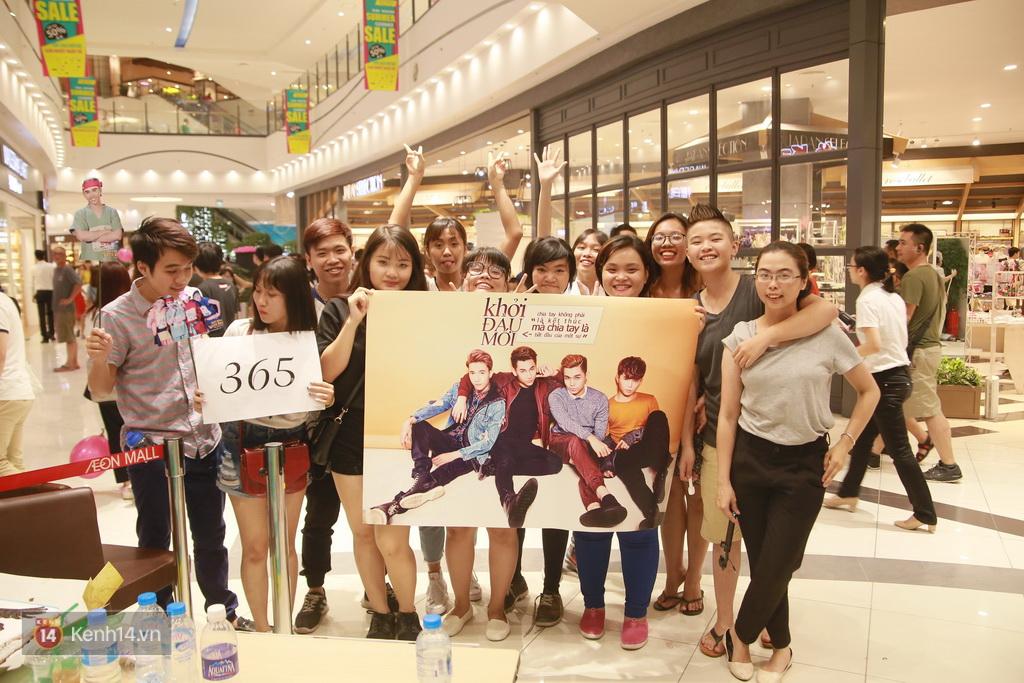 365 khóc cùng fan trong buổi biểu diễn cuối cùng ở Hà Nội - Ảnh 29.
