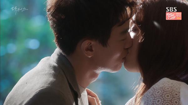 Fan Doctors náo loạn khi Kim Rae Won và Park Shin Hye có nụ hôn đúng tuổi - Ảnh 7.