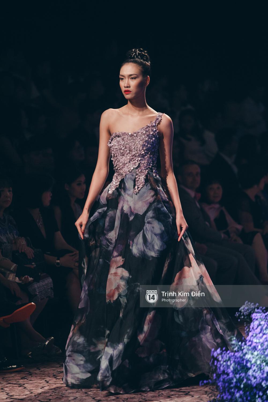 Kỳ Duyên, Phạm Hương đọ trình catwalk trong show thời trang cùng loạt mẫu đình đám - Ảnh 19.