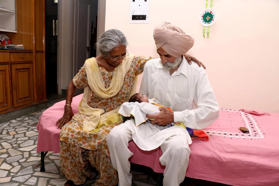 Câu chuyện của bà mẹ 72 tuổi bất chấp tính mạng để sinh con - Ảnh 4.